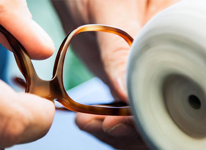 Hätä ei ole tämän näköinen – Meiltä saat silmälasikorjaukset paikanpäältä 3231a65e20
